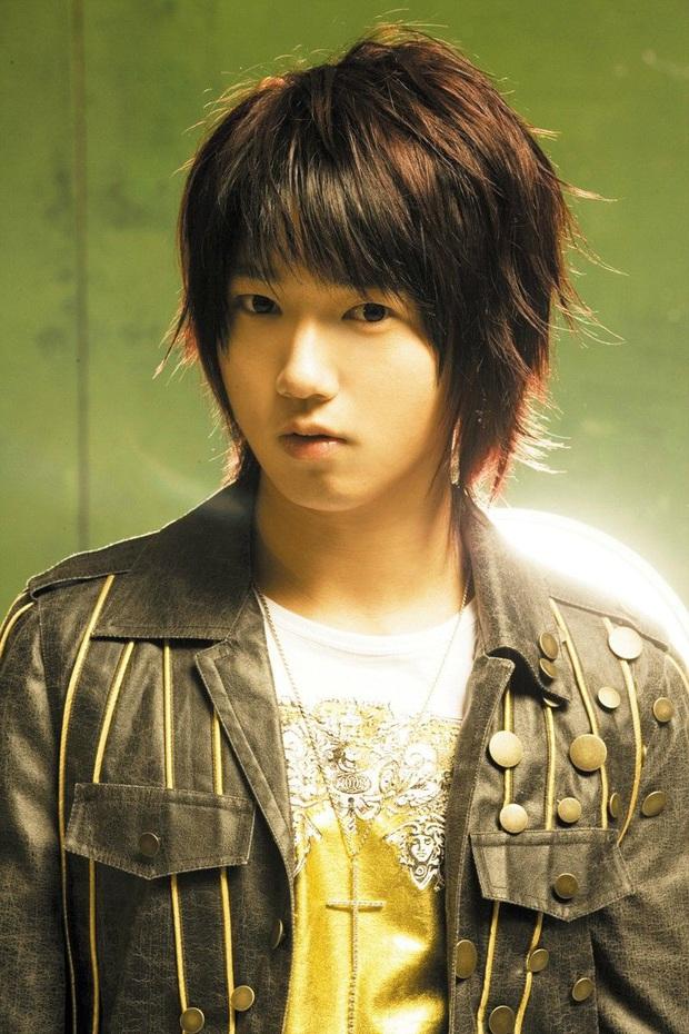 """""""Soi"""" sân khấu debut của idol Gen 2 một thời: SNSD hoàn hảo tới nỗi bị nghi hát nhép, thành viên hát nhiều nhất Super Junior không được lên hình - Ảnh 4."""