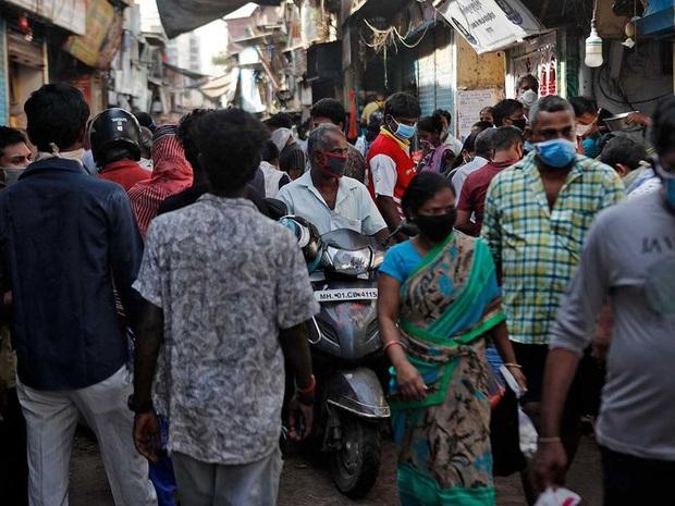 Cuộc sống ở một trong những khu ổ chuột lớn nhất Châu Á trong những ngày áp đặt lệnh phong tỏa toàn Ấn Độ giữa dịch Covid-19 - Ảnh 2.