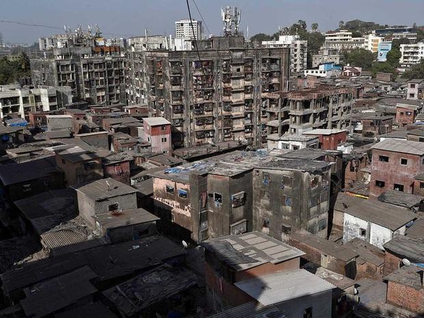 Cuộc sống ở một trong những khu ổ chuột lớn nhất Châu Á trong những ngày áp đặt lệnh phong tỏa toàn Ấn Độ giữa dịch Covid-19 - Ảnh 1.