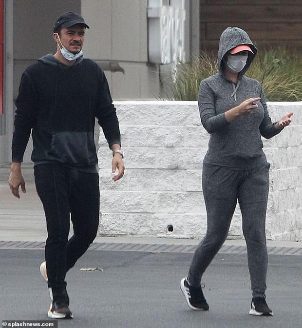 Katy Perry lần đầu lộ diện với bụng bầu 7 tháng, nhưng hành động của cô với hôn phu Orlando Bloom chiếm trọn spotlight - Ảnh 5.
