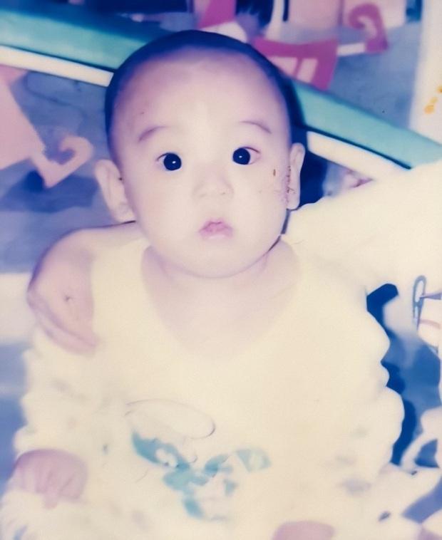 Phục chế ảnh hồi bé của em út vàng Jungkook (BTS), chị em thi nhau bấn loạn: Đúng là người đàn ông đẹp nhất thế giới! - Ảnh 6.