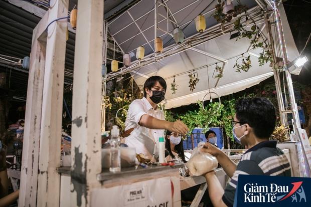 Cha đẻ cây ATM gạo: Người tới xin gạo còn sức lao động, tôi sẵn sàng nhận làm việc, có lương tháng, bao ăn - Ảnh 8.