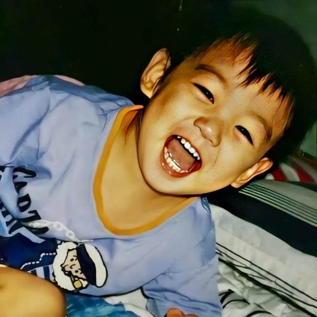 Phục chế ảnh hồi bé của em út vàng Jungkook (BTS), chị em thi nhau bấn loạn: Đúng là người đàn ông đẹp nhất thế giới! - Ảnh 2.
