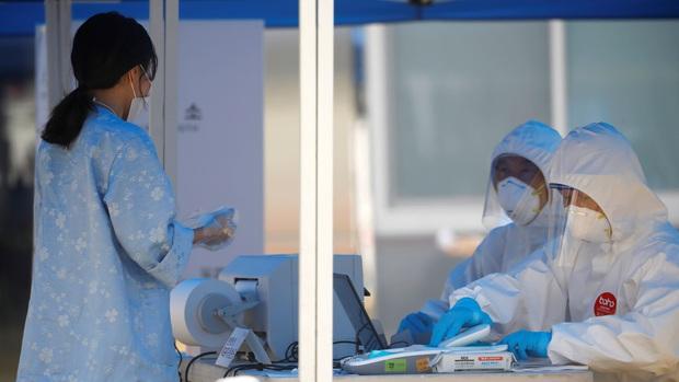 Hàn Quốc trục xuất 6 người Việt Nam vi phạm quy định cách ly phòng chống dịch Covid-19 - Ảnh 1.