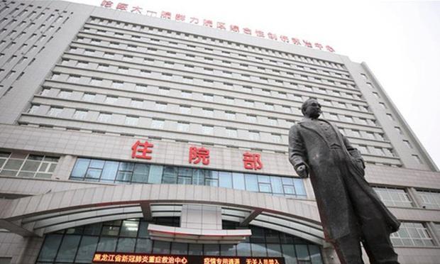 Lại xuất hiện bệnh nhân siêu lây nhiễm tại Trung Quốc khiến 50 người mắc bệnh, thành phố 10 triệu dân có nguy cơ phong tỏa - Ảnh 1.