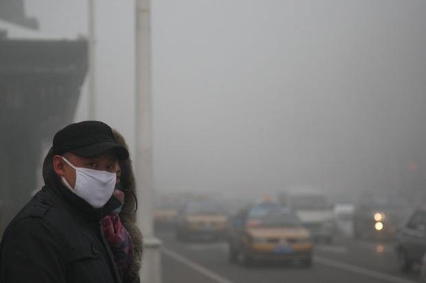 Lại xuất hiện bệnh nhân siêu lây nhiễm tại Trung Quốc khiến 50 người mắc bệnh, thành phố 10 triệu dân có nguy cơ phong tỏa - Ảnh 2.