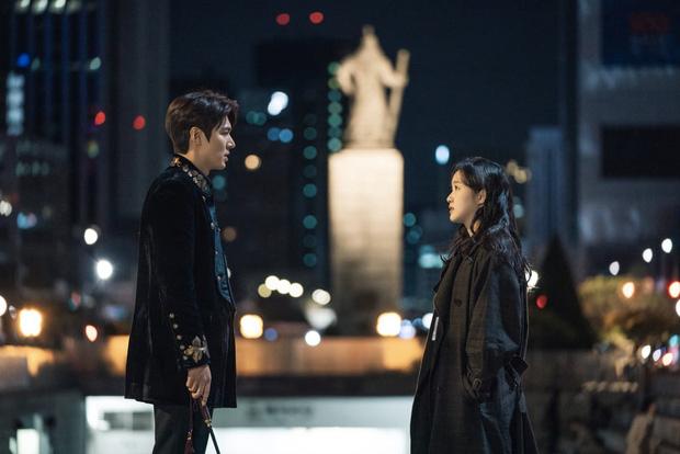 Quan hệ cặp Quân vương bất diệt Lee Min Ho - Kim Go Eun ngoài đời thế nào, nhìn màn đối đáp phỏng vấn mới đây là hiểu - Ảnh 12.