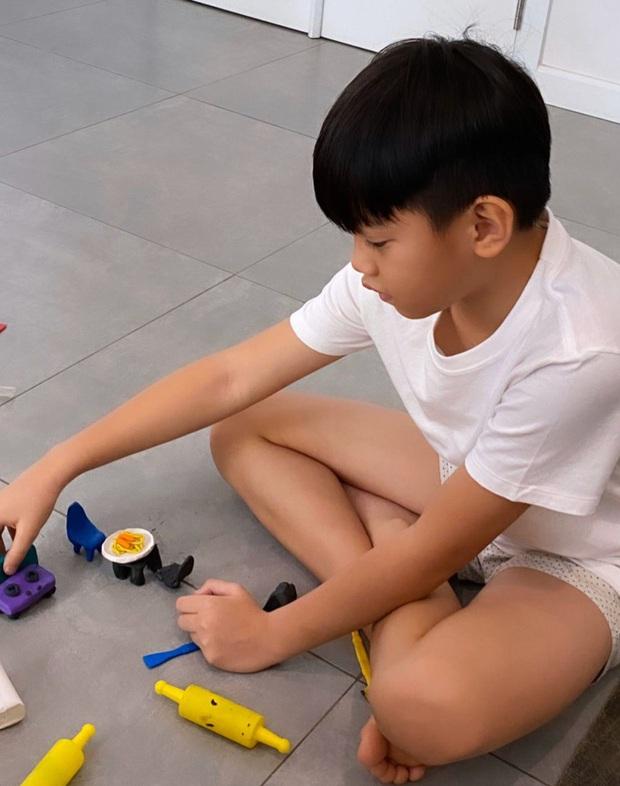 Mùa tránh dịch của rich kid Subeo: 10 tuổi vẫn bày biện chơi đồ hàng, quyết không quên nhiệm vụ quan trọng - Ảnh 2.
