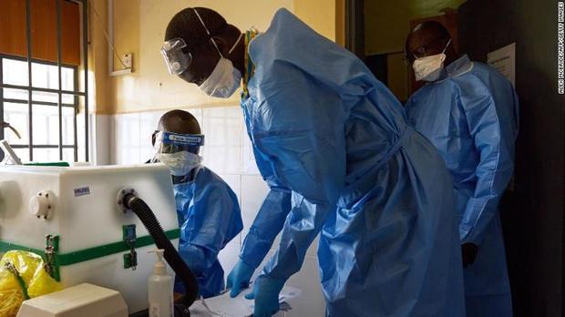 """Nguy cơ """"vỡ trận"""" ở châu Phi do thiếu máy thở điều trị Covid-19 - Ảnh 2."""