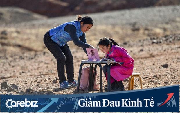Lái xe khắp hoang mạc tìm Wi-Fi cho con gái học online trong ngày dịch Covid-19: Vì con, cha mẹ sẽ làm tất cả! - Ảnh 1.