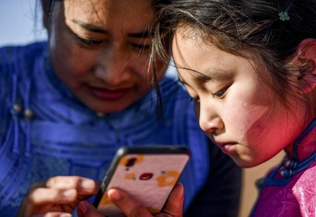 Lái xe khắp hoang mạc tìm Wi-Fi cho con gái học online trong ngày dịch Covid-19: Vì con, cha mẹ sẽ làm tất cả! - Ảnh 5.