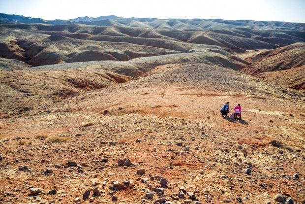 Lái xe khắp hoang mạc tìm Wi-Fi cho con gái học online trong ngày dịch Covid-19: Vì con, cha mẹ sẽ làm tất cả! - Ảnh 6.