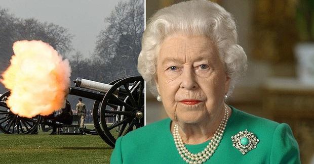 Nữ hoàng Anh hủy lễ kỷ niệm sinh nhật vì đại dịch COVID-19 - Ảnh 1.