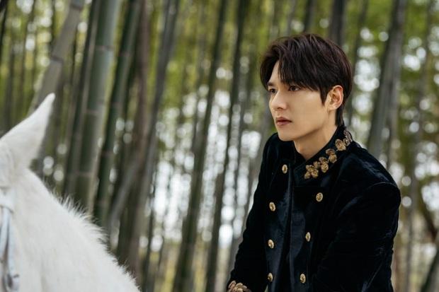 """""""Quân Vương Bất Diệt"""" Lee Min Ho - Bị chê diễn xuất một màu nhưng 10 năm chưa bao giờ hết """"nóng"""" - Ảnh 1."""