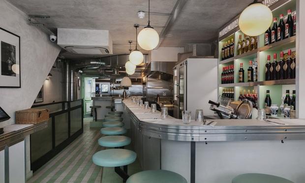 Các nhà hàng ở Anh đối mặt với nhiều vấn đề trong mùa dịch: từ việc trả lương cho nhân viên đến tiền thuê mặt bằng đều là khoản khó nhằn - Ảnh 1.
