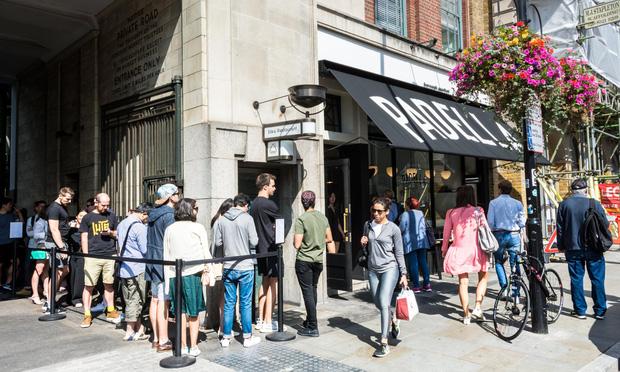 Các nhà hàng ở Anh đối mặt với nhiều vấn đề trong mùa dịch: từ việc trả lương cho nhân viên đến tiền thuê mặt bằng đều là khoản khó nhằn - Ảnh 4.