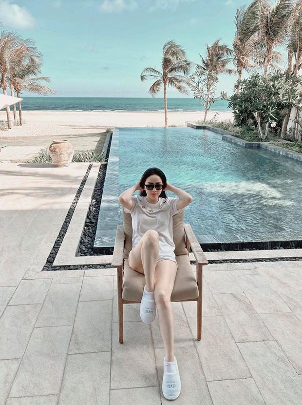 Vợ chồng Bảo Thy thuê hẳn khu villa kế biển sang chảnh, giá phòng cực đắt nhưng tuyên bố hết cách ly mới về! - Ảnh 2.