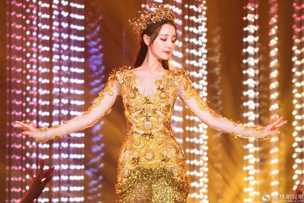 Hội 7 nữ thần Kim Ưng của màn ảnh Hoa ngữ: Đố ai gây tranh cãi bằng Thị Hậu Địch Lệ Nhiệt Ba! - Ảnh 16.