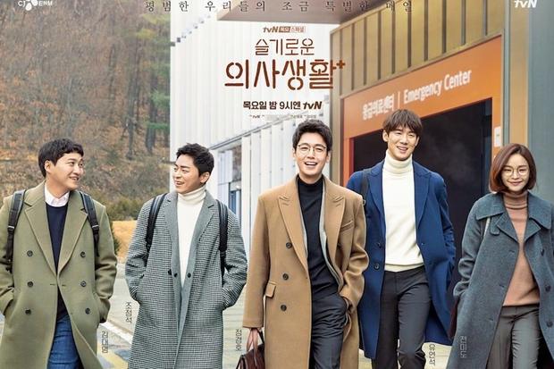 NÓNG: Hospital Playlist xác nhận có phần 2 với toàn bộ dàn cast cũ, đạo diễn chơi lớn biến phim thành Friends của Hàn Quốc? - Ảnh 2.