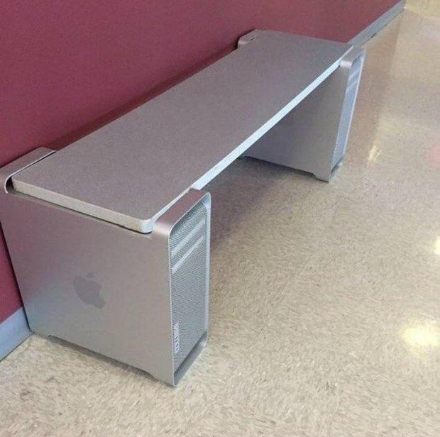 Những pha chế đồ rảnh rỗi sinh nông nổi khi cách ly tại nhà quá lâu: Có người lấy cả Mac Pro làm chân bàn trang trí - Ảnh 3.