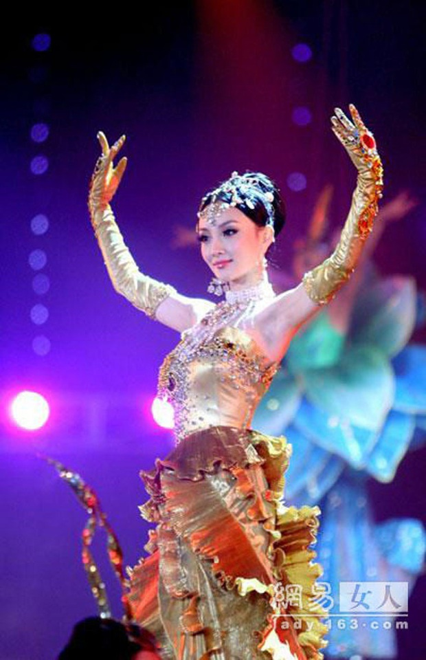 Hội 7 nữ thần Kim Ưng của màn ảnh Hoa ngữ: Đố ai gây tranh cãi bằng Thị Hậu Địch Lệ Nhiệt Ba! - Ảnh 3.