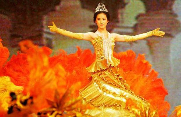 Hội 7 nữ thần Kim Ưng của màn ảnh Hoa ngữ: Đố ai gây tranh cãi bằng Thị Hậu Địch Lệ Nhiệt Ba! - Ảnh 1.