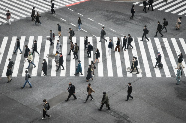 Nghịch lý Nhật Bản: Vì sao giữa tình trạng khẩn cấp vì dịch Covid-19 mà người dân vẫn không từ bỏ rượu bia, quán bar tối nào cũng kín chỗ? - Ảnh 3.