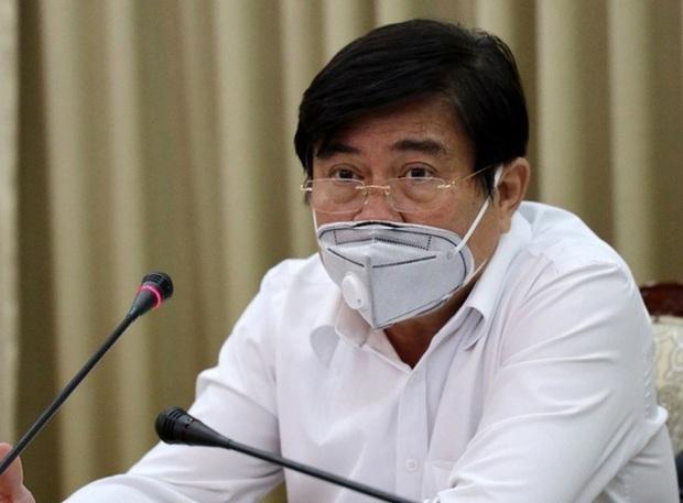 TP HCM xử phạt, từ chối cho vào chợ người không đeo khẩu trang - Ảnh 2.