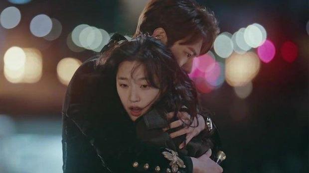 """Bị Lee Min Ho """"cướp vợ"""", chú yêu tinh Gong Yoo lăm le trả thù bằng màn cặp kè nữ hoàng cảnh nóng Bae Doona? - Ảnh 2."""