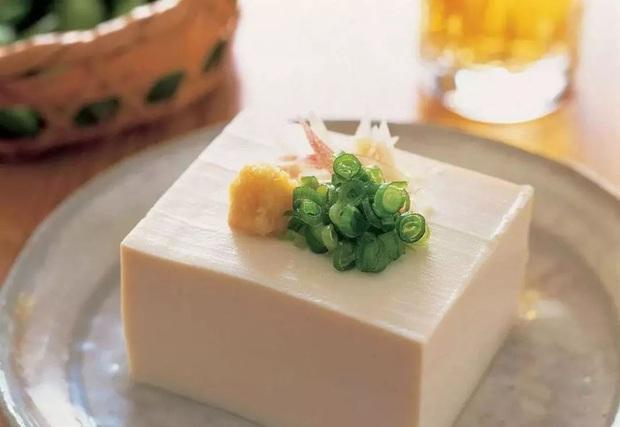 Ăn đậu phụ có rất nhiều lợi ích sức khoẻ, nhưng nếu thấy đậu có 4 đặc điểm này thì dù rẻ cũng đừng mua - Ảnh 3.