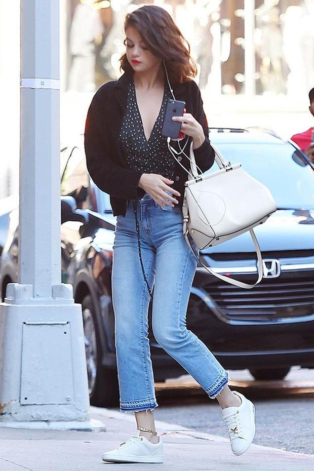 11 bộ cánh giản đơn mà đẹp thần sầu của Selena Gomez, tất thảy các chị em đều có thể đánh đu theo được - Ảnh 7.