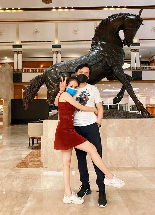 """Chuyện thật như đùa: Dương Khắc Linh """"bỏ quên vợ"""" ở siêu thị dù đã kết hôn 1 năm, nghe Sara Lưu kể mà giận thay! - Ảnh 3."""