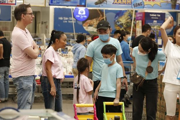 Yêu xỉu trước hình ảnh bé Sol (nhà Đoan Trang) ôm chặt lấy cánh tay bé Andy (nhà Thu Trang)! - Ảnh 3.