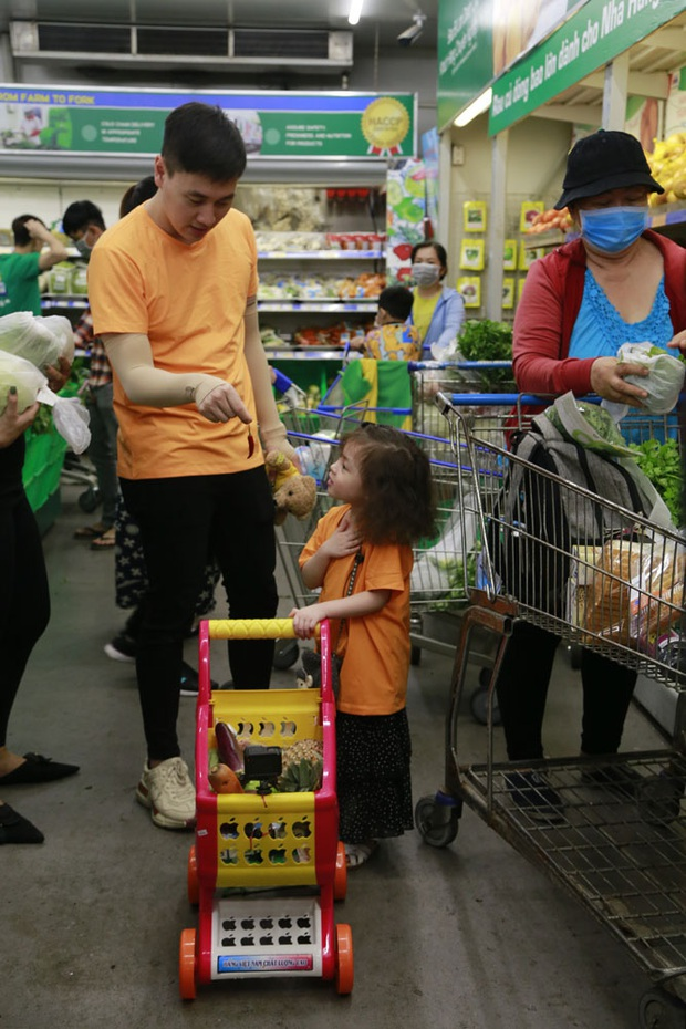 Yêu xỉu trước hình ảnh bé Sol (nhà Đoan Trang) ôm chặt lấy cánh tay bé Andy (nhà Thu Trang)! - Ảnh 7.
