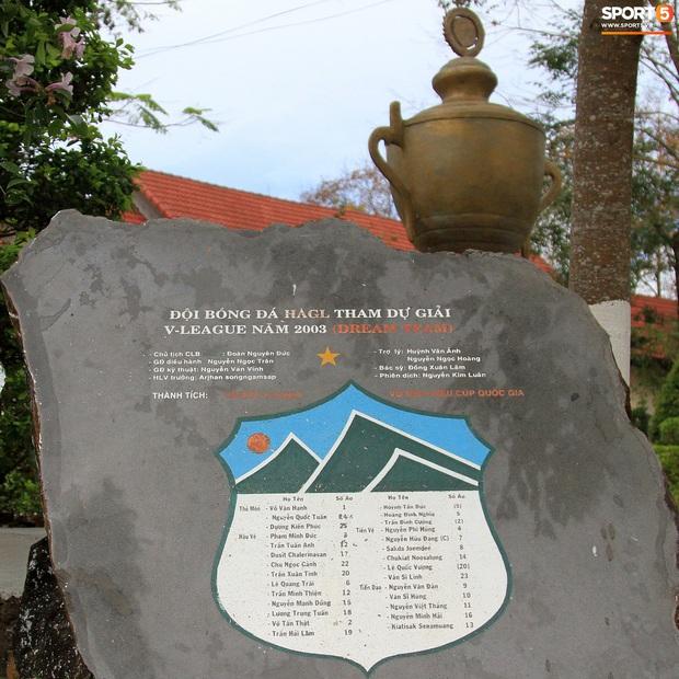 Những hòn đá cô đơn ở HAGL ngóng chờ ngày khắc ghi lứa Công Phượng, Xuân Trường, Tuấn Anh... - Ảnh 3.