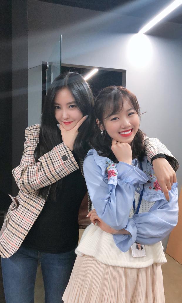 Meichan - cô bạn người Việt làm việc cùng Lisa trong video dance gây bão: Hồi hộp khi tự tay chỉnh mái cho Lisa, tiết lộ nữ idol siêu thân thiện và chuyên nghiệp - Ảnh 9.