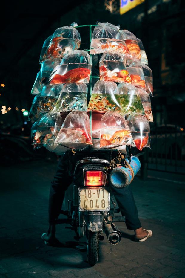 Vượt qua 36.000 tác phẩm, bức ảnh chụp xe bán cá cảnh rong ở Việt Nam chiến thắng giải thưởng nhiếp ảnh lớn ở Mỹ - Ảnh 1.