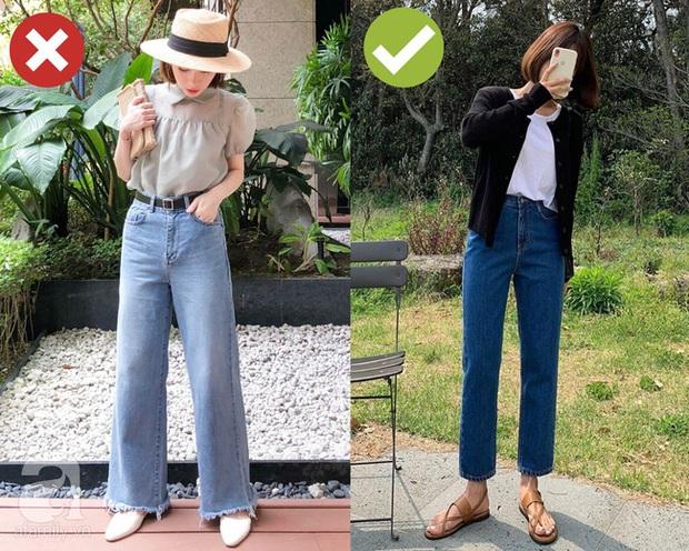3 bộ đôi quần jeans + giày dép các BTV thời trang không bao giờ muốn diện vì chúng dìm dáng ghê gớm - Ảnh 1.