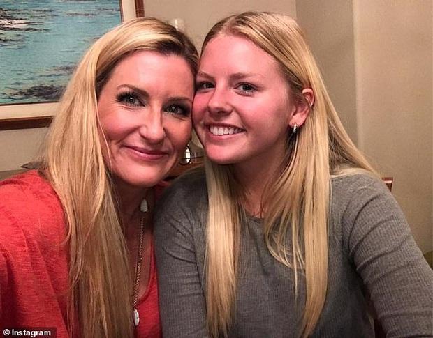 Biết mẹ crush thầy giáo của mình, nữ sinh học online ở nhà liền lên kế hoạch mai mối khiến dân mạng bái phục - Ảnh 1.