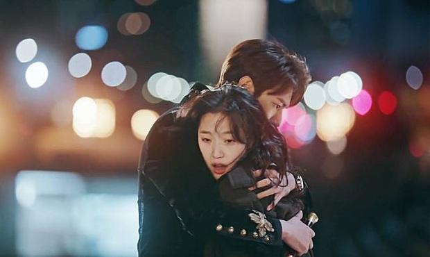 Kim Go Eun bắt đền Lee Min Ho vì bị kim cương đập trúng mặt, hậu trường Quân Vương Bất Diệt cưng hơn cả phim thế này! - Ảnh 2.