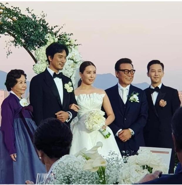 Những chàng trai vàng trong làng đi đám cưới: Lee Min Ho, Hyun Bin làm lu mờ cả chú rể, gây chú ý nhất là cặp đôi này trong hôn lễ của Song - Song - Ảnh 11.