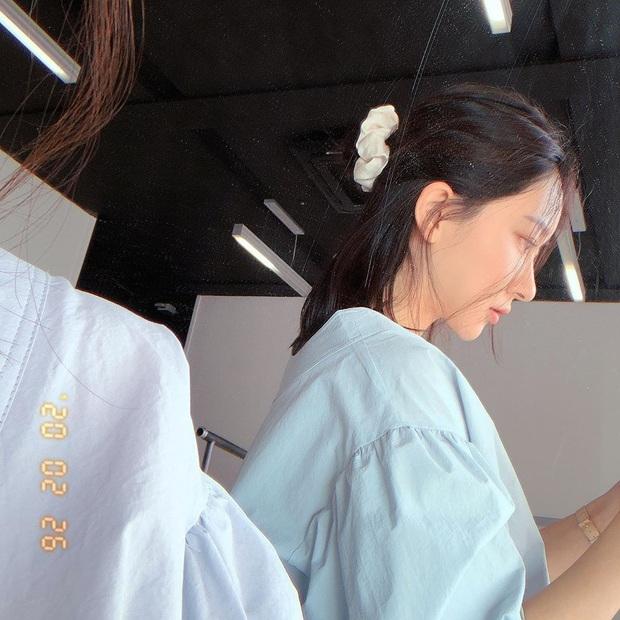 Dạo này Park Min Young rất chịu khó hồi teen với dây buộc tóc vải hot hit, nàng tuổi băm rén gì mà không bắt chước - Ảnh 3.