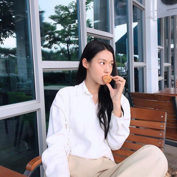 Áo sơ mi trắng có nhạt cỡ nào thì vào tay các mỹ nhân Hàn cũng ra được những set đồ đẹp mê ly - Ảnh 6.