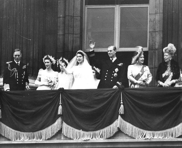 Cuộc đời Nữ hoàng Elizabeth II qua ảnh: Vị nữ vương ngồi trên ngai vàng lâu nhất trong lịch sử các vương triều của nước Anh - Ảnh 7.