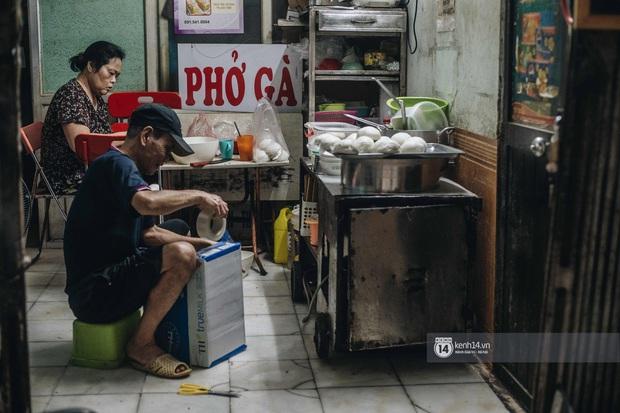 Phở đã bán, xôi đã mở, người Hà Nội mong lắm bữa quà sáng nóng hổi sau chuỗi ngày cách ly - Ảnh 17.