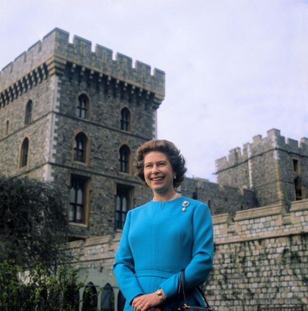 Cuộc đời Nữ hoàng Elizabeth II qua ảnh: Vị nữ vương ngồi trên ngai vàng lâu nhất trong lịch sử các vương triều của nước Anh - Ảnh 14.