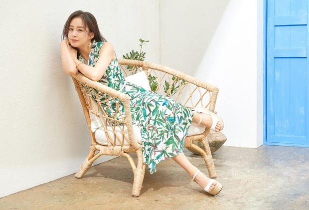 Kim Tae Hee - Bi Rain đang càn quét châu Á: Chồng gây nổ vì 1 clip cover, vợ vừa tung ảnh tạp chí đã sốt xình xịch - Ảnh 5.