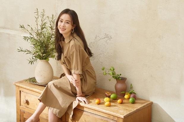 Kim Tae Hee - Bi Rain đang càn quét châu Á: Chồng gây nổ vì 1 clip cover, vợ vừa tung ảnh tạp chí đã sốt xình xịch - Ảnh 4.