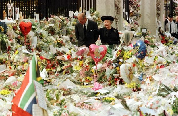Cuộc đời Nữ hoàng Elizabeth II qua ảnh: Vị nữ vương ngồi trên ngai vàng lâu nhất trong lịch sử các vương triều của nước Anh - Ảnh 19.
