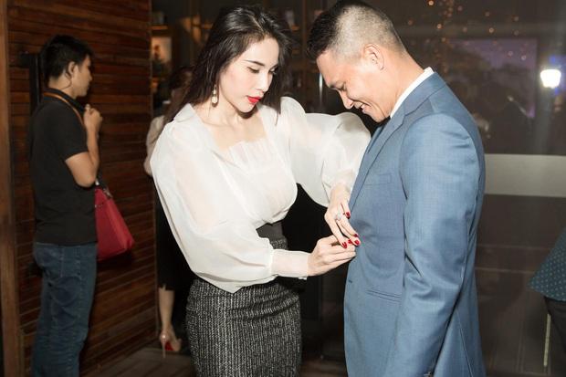 Đọ khoản nịnh chồng của dàn mỹ nhân Vbiz: Hari Won tặng hàng hiệu xa xỉ, Đông Nhi đúng chuẩn người vợ mẫu mực - Ảnh 3.
